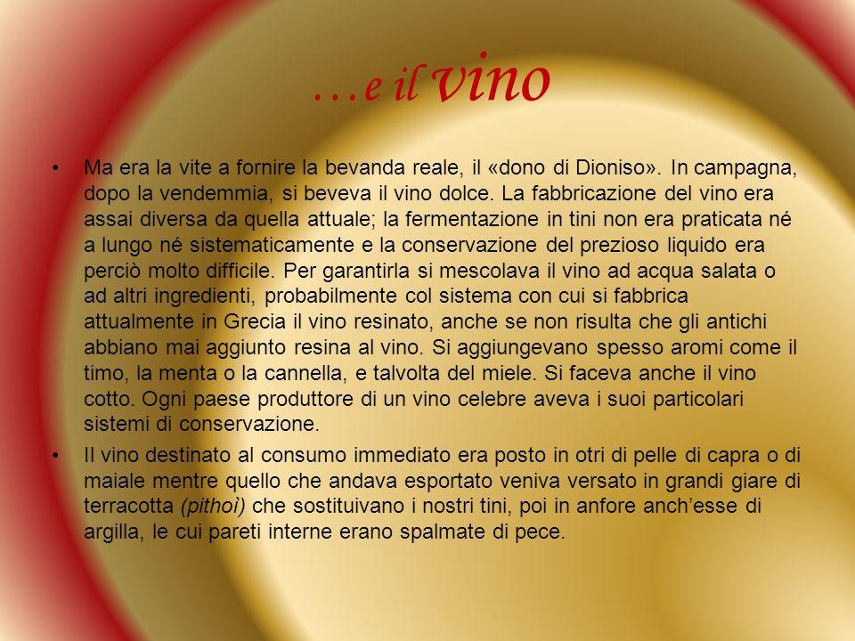 …e il vino Ma era la vite a fornire la bevanda reale, il «dono di Dioniso». In campagna, dopo la vendemmia, si beveva il vino dolce. La fabbricazione