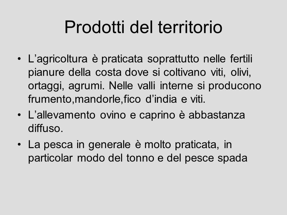 Prodotti del territorio Lagricoltura è praticata soprattutto nelle fertili pianure della costa dove si coltivano viti, olivi, ortaggi, agrumi. Nelle v