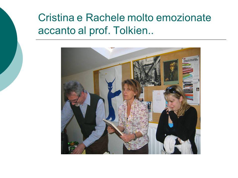 Cristina e Rachele molto emozionate accanto al prof. Tolkien..