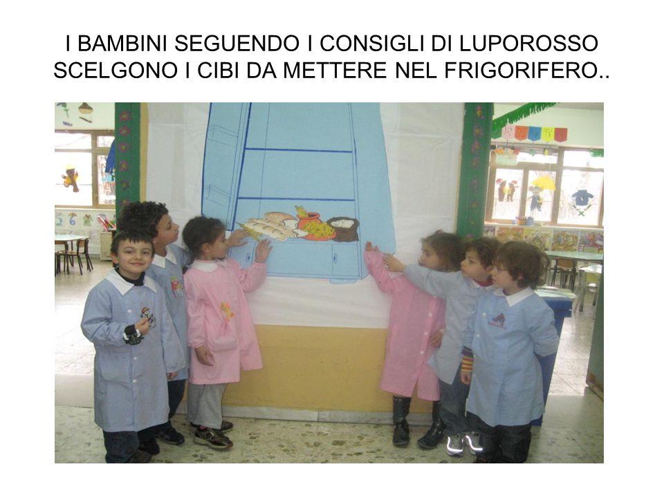 I BAMBINI SEGUENDO I CONSIGLI DI LUPOROSSO SCELGONO I CIBI DA METTERE NEL FRIGORIFERO..