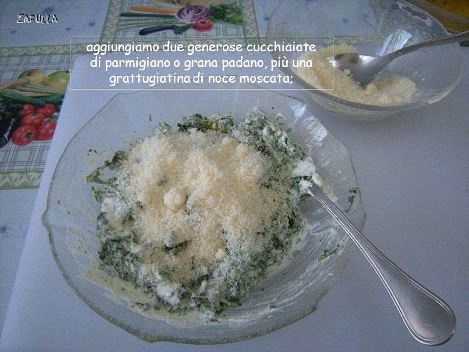 uniamo anche un cucchiaio di uovo sbattuto chelegherà di più il composto;