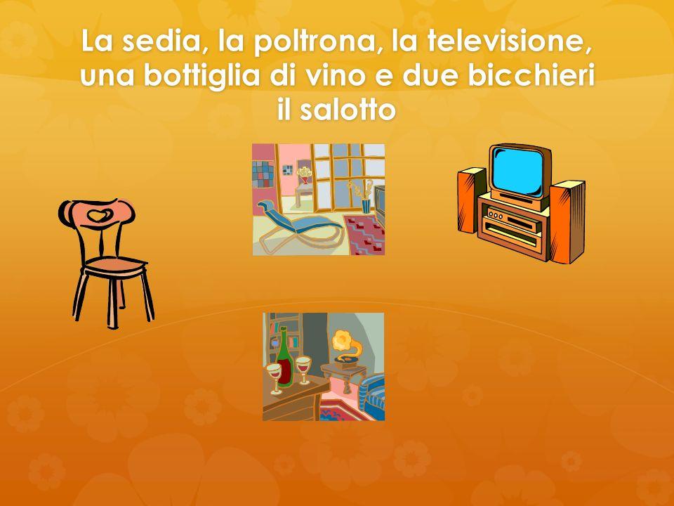 La sedia, la poltrona, la televisione, una bottiglia di vino e due bicchieri il salotto