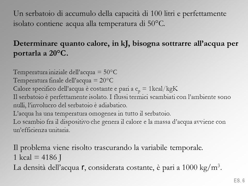 Un serbatoio di accumulo della capacità di 100 litri e perfettamente isolato contiene acqua alla temperatura di 50°C. Determinare quanto calore, in kJ