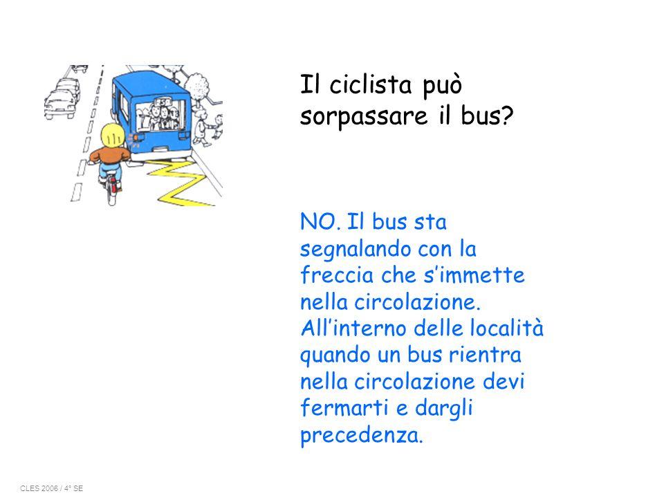 Il ciclista può sorpassare il bus? NO. Il bus sta segnalando con la freccia che simmette nella circolazione. Allinterno delle località quando un bus r