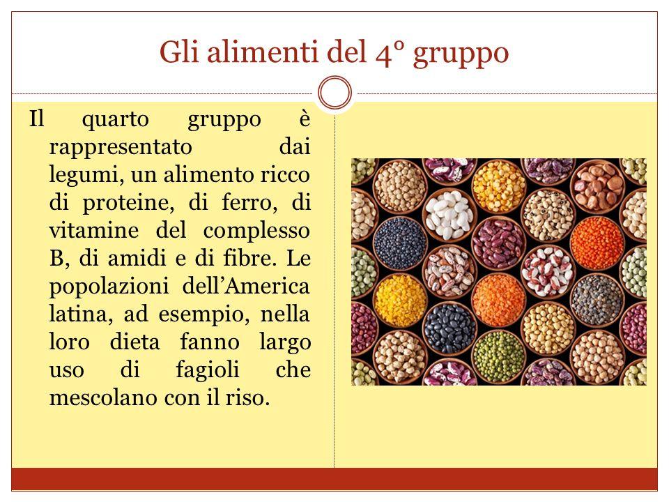 Gli alimenti del 4° gruppo Il quarto gruppo è rappresentato dai legumi, un alimento ricco di proteine, di ferro, di vitamine del complesso B, di amidi e di fibre.