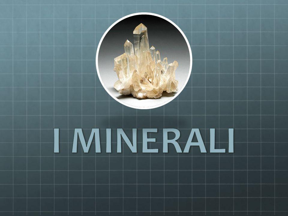 Proprietà dei minerali Ogni minerale è caratterizzato da specifiche proprietà fisiche: colore; lucentezza; peso specifico; sfaldatura; durezza; temperatura di fusione.