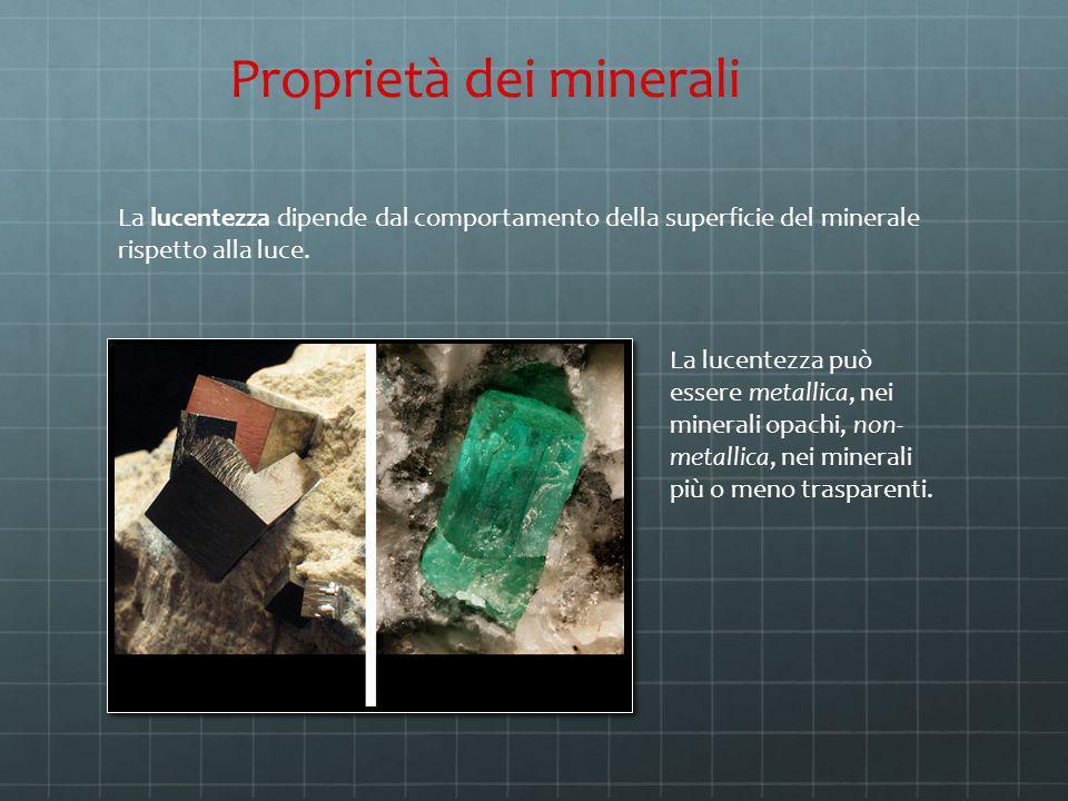 La lucentezza dipende dal comportamento della superficie del minerale rispetto alla luce. Proprietà dei minerali Pirite Lucentezza metallica La lucent