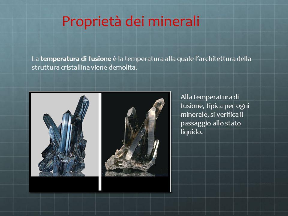 La temperatura di fusione è la temperatura alla quale larchitettura della struttura cristallina viene demolita. Proprietà dei minerali Alla temperatur