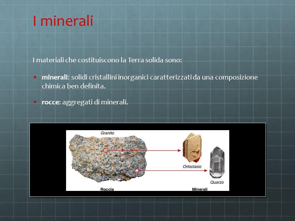 I materiali che costituiscono la Terra solida sono: minerali: solidi cristallini inorganici caratterizzati da una composizione chimica ben definita. r