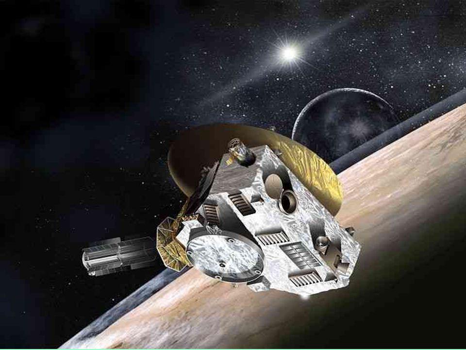 Plutone possiede quattro satelliti naturali, il più massiccio è Caronte gli altri tre di dimensioni inferiori sono Notte, Idra e lultimo satellite scoperto nel luglio 2011 S/2011 P1 (P4).