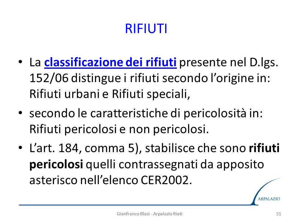 51 RIFIUTI La classificazione dei rifiuti presente nel D.lgs. 152/06 distingue i rifiuti secondo lorigine in: Rifiuti urbani e Rifiuti speciali,classi