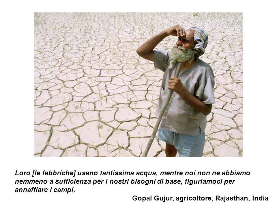 Loro [le fabbriche] usano tantissima acqua, mentre noi non ne abbiamo nemmeno a sufficienza per i nostri bisogni di base, figuriamoci per annaffiare i