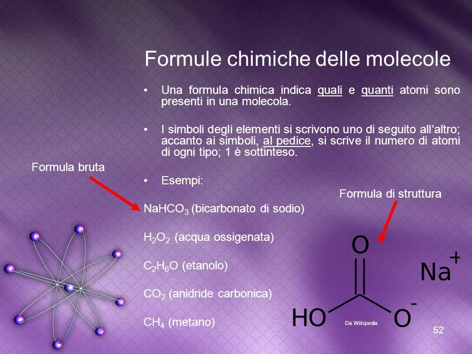 52 Formule chimiche delle molecole Una formula chimica indica quali e quanti atomi sono presenti in una molecola. I simboli degli elementi si scrivono