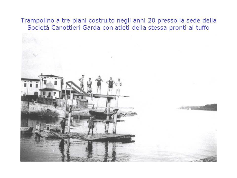 Trampolino a tre piani costruito negli anni 20 presso la sede della Società Canottieri Garda con atleti della stessa pronti al tuffo