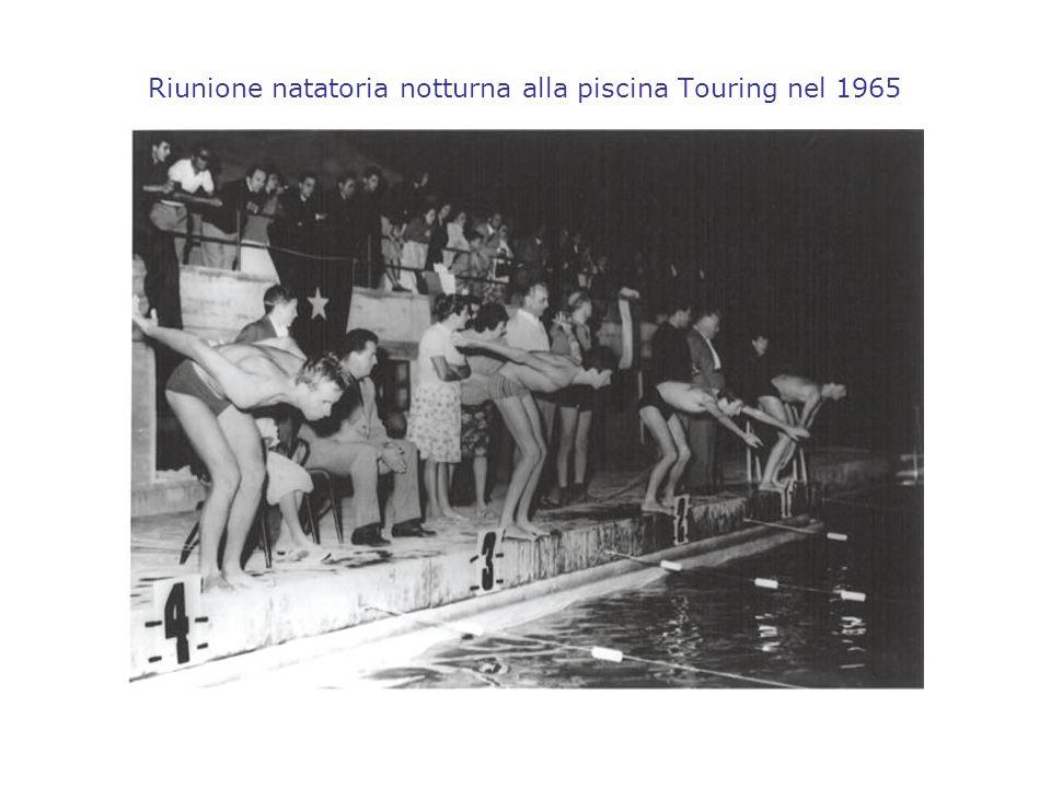 Riunione natatoria notturna alla piscina Touring nel 1965