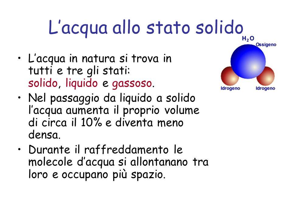 Lacqua allo stato solido Lacqua in natura si trova in tutti e tre gli stati: solido, liquido e gassoso.
