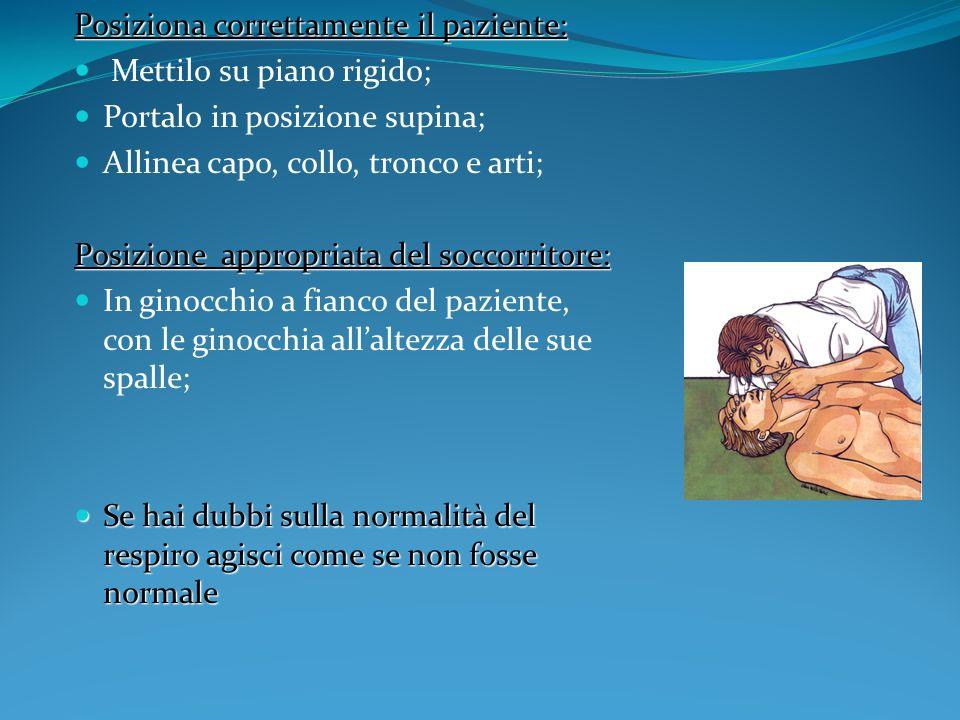 Posiziona correttamente il paziente: Mettilo su piano rigido; Portalo in posizione supina; Allinea capo, collo, tronco e arti; Posizione appropriata d