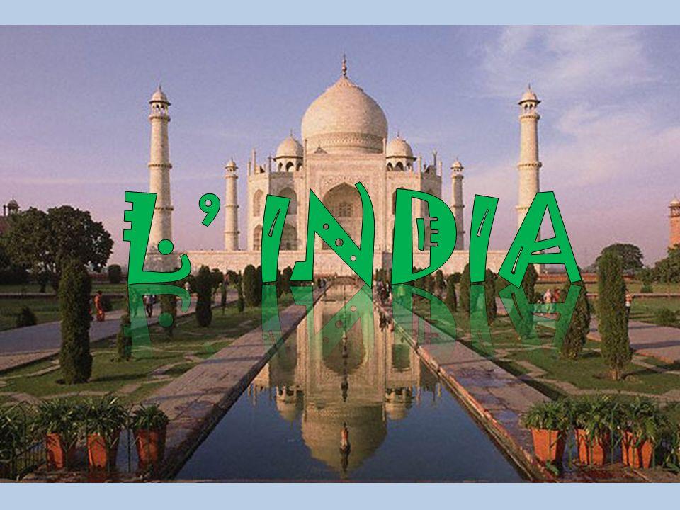 L economia indiana è caratterizzata da forti contrasti: attività arretrate accanto a punte di eccellenza dell industria del terziario.