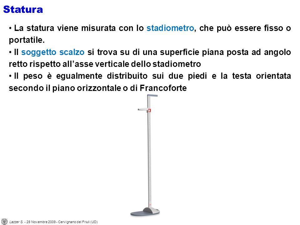 Statura La statura viene misurata con lo stadiometro, che può essere fisso o portatile. Il soggetto scalzo si trova su di una superficie piana posta a