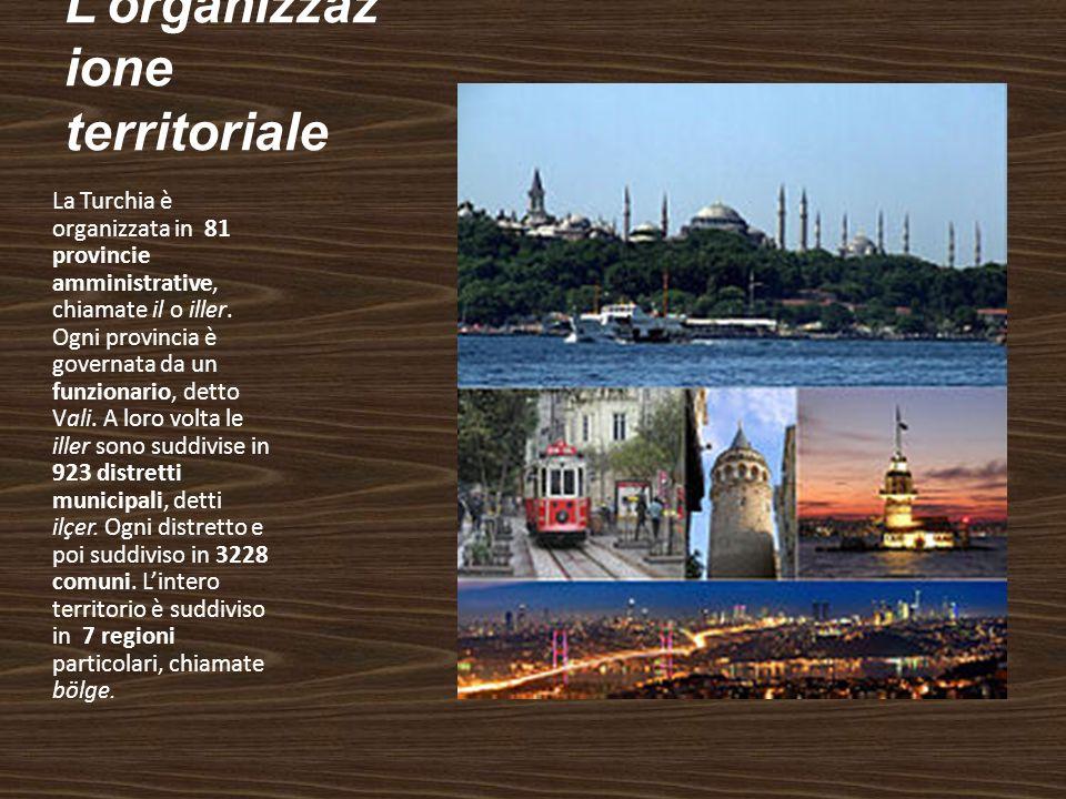 Lorganizzaz ione territoriale La Turchia è organizzata in 81 provincie amministrative, chiamate il o iller. Ogni provincia è governata da un funzionar