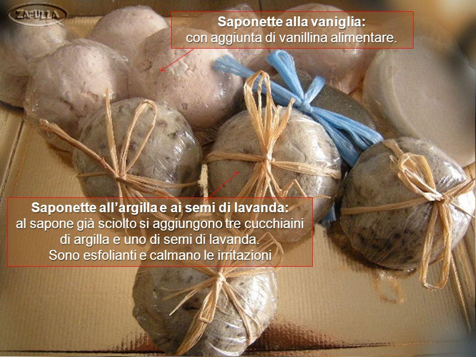Saponette allolio essenziale di lavanda: con aggiunta di poche gocce di colorante alimentare azzurro.