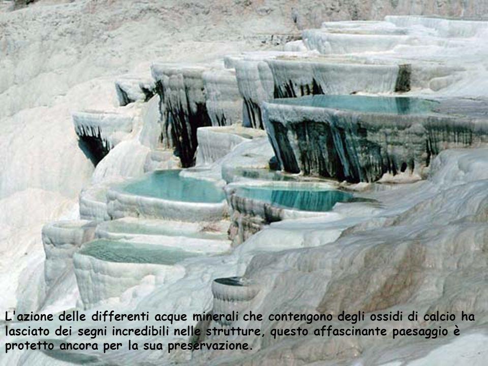 L'azione delle differenti acque minerali che contengono degli ossidi di calcio ha lasciato dei segni incredibili nelle strutture, questo affascinante