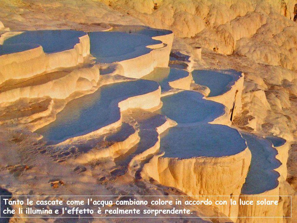 Tanto le cascate come l'acqua cambiano colore in accordo con la luce solare che li illumina e l'effetto è realmente sorprendente.