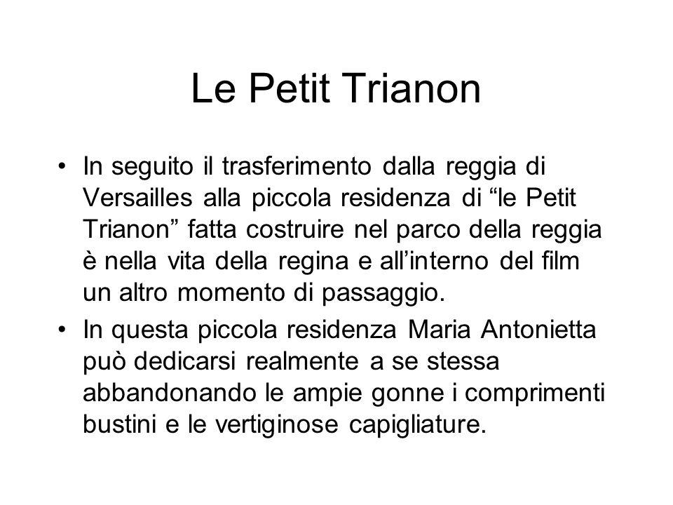 Le Petit Trianon In seguito il trasferimento dalla reggia di Versailles alla piccola residenza di le Petit Trianon fatta costruire nel parco della reggia è nella vita della regina e allinterno del film un altro momento di passaggio.
