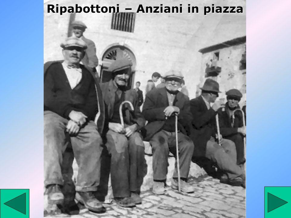 Ripabottoni – Anziani in piazza