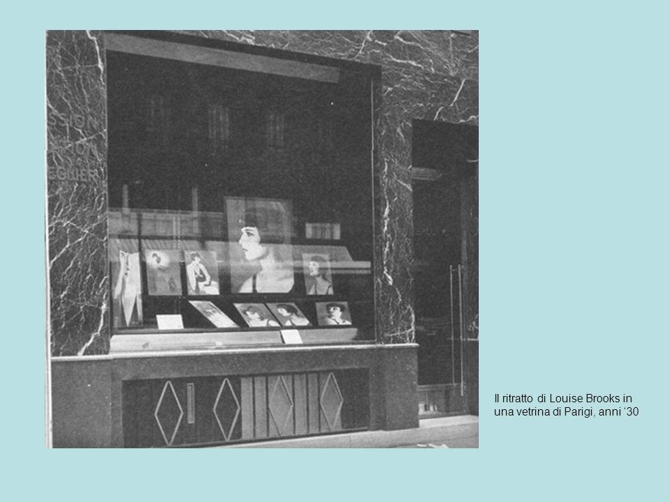 Il Il ritratto di Louise Brooks in una vetrina di Parigi, anni 30