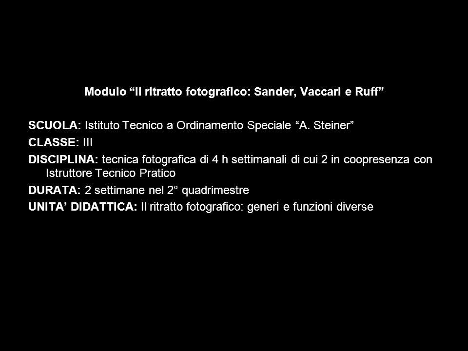 Franco Vaccari Lascia una traccia fotografica del tuo passaggio, 1972 Il grande senso performativo della cabina per fototessere è colto al meglio da Franco Vaccari.