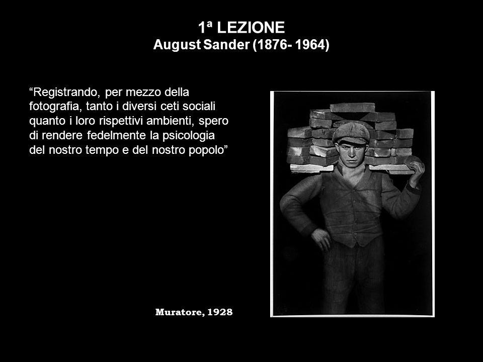 Franco Vaccari (1936) Franco Vaccari nel 1972 partecipa alla Biennale di Venezia con lesposizione in tempo reale Lascia una traccia fotografica del tuo passaggio, utilizzando una cabina per fototessere e la partecipazione attiva dei visitatori.