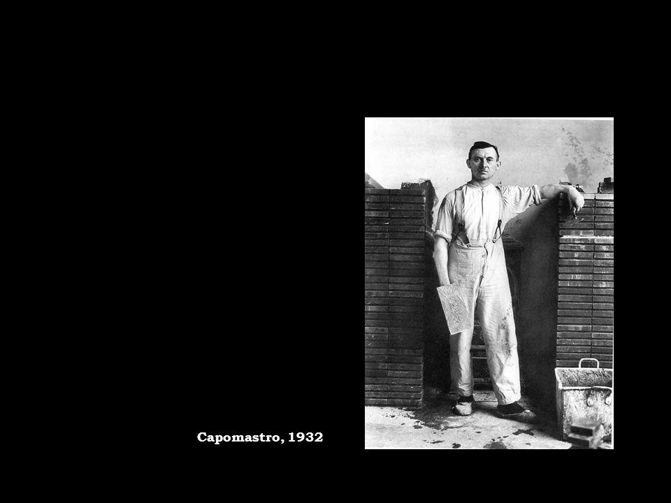 Luomo è sempre rappresentato in piedi nel luogo di lavoro o in ambienti familiari, ripreso con serietà e freddezza Il farmacista Linz, 1907 circa