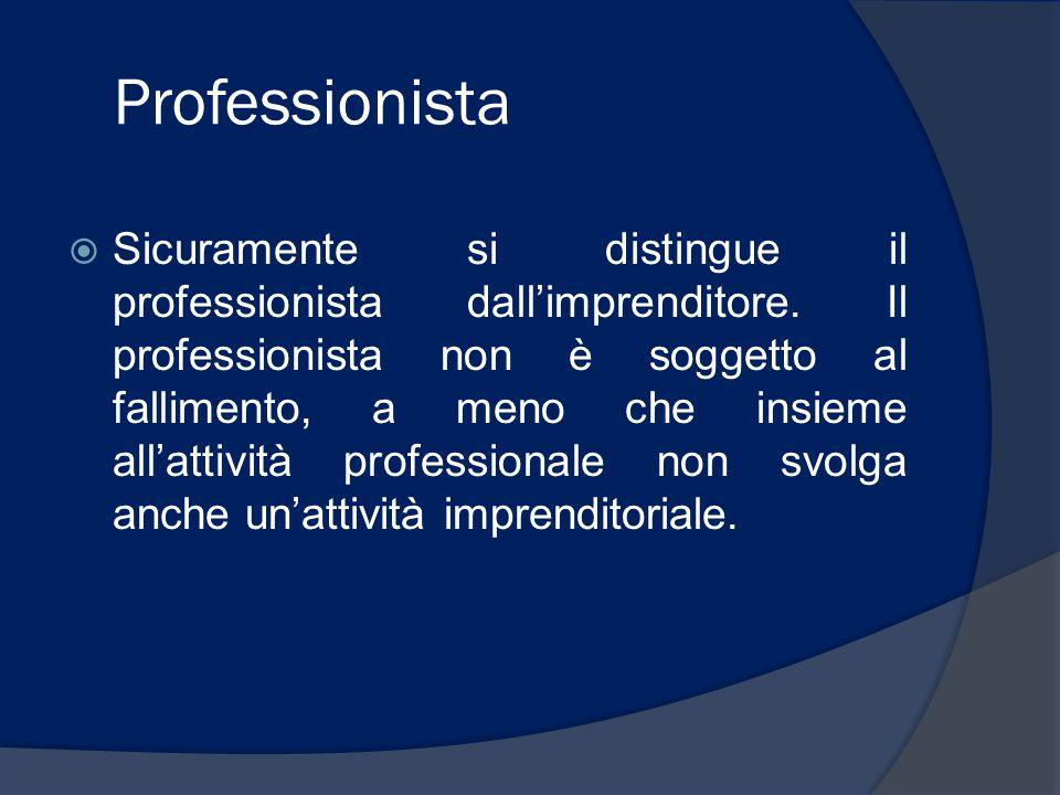Professionista Sicuramente si distingue il professionista dallimprenditore. Il professionista non è soggetto al fallimento, a meno che insieme allatti