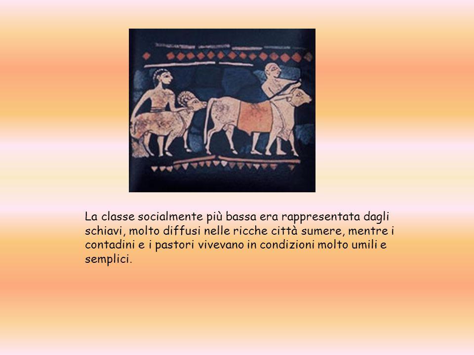 La classe socialmente più bassa era rappresentata dagli schiavi, molto diffusi nelle ricche città sumere, mentre i contadini e i pastori vivevano in c