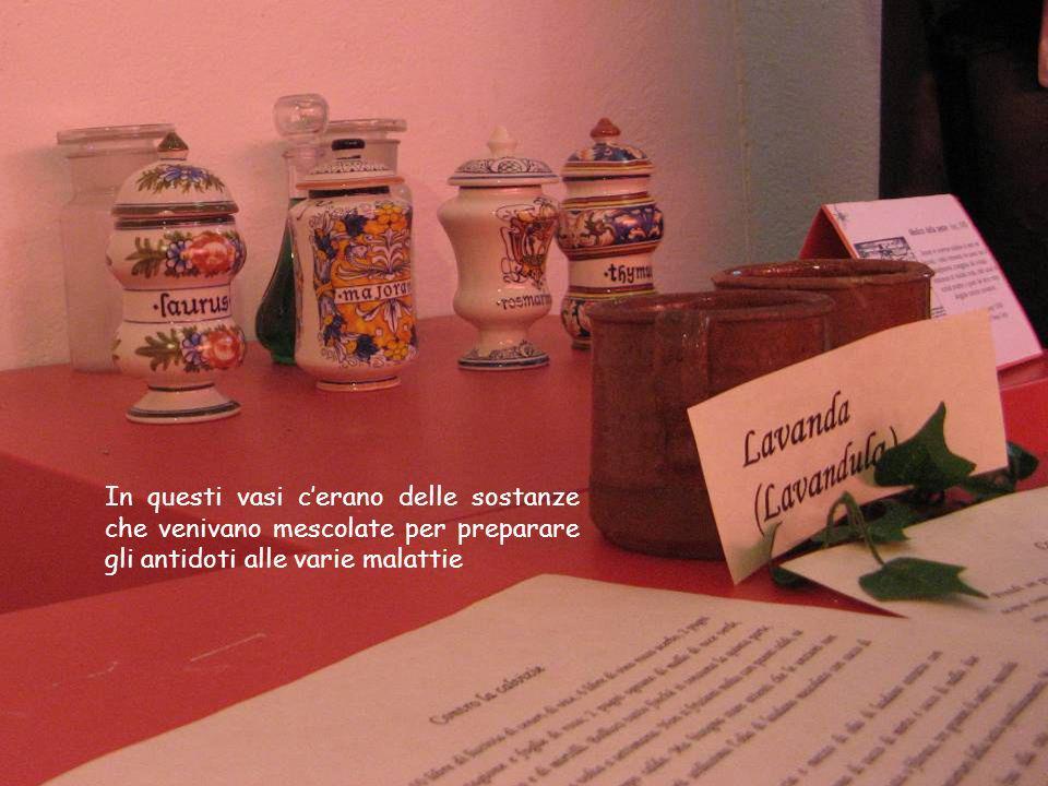 In questi vasi cerano delle sostanze che venivano mescolate per preparare gli antidoti alle varie malattie