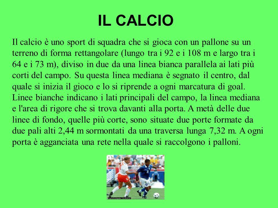 Il calcio è uno sport di squadra che si gioca con un pallone su un terreno di forma rettangolare (lungo tra i 92 e i 108 m e largo tra i 64 e i 73 m),