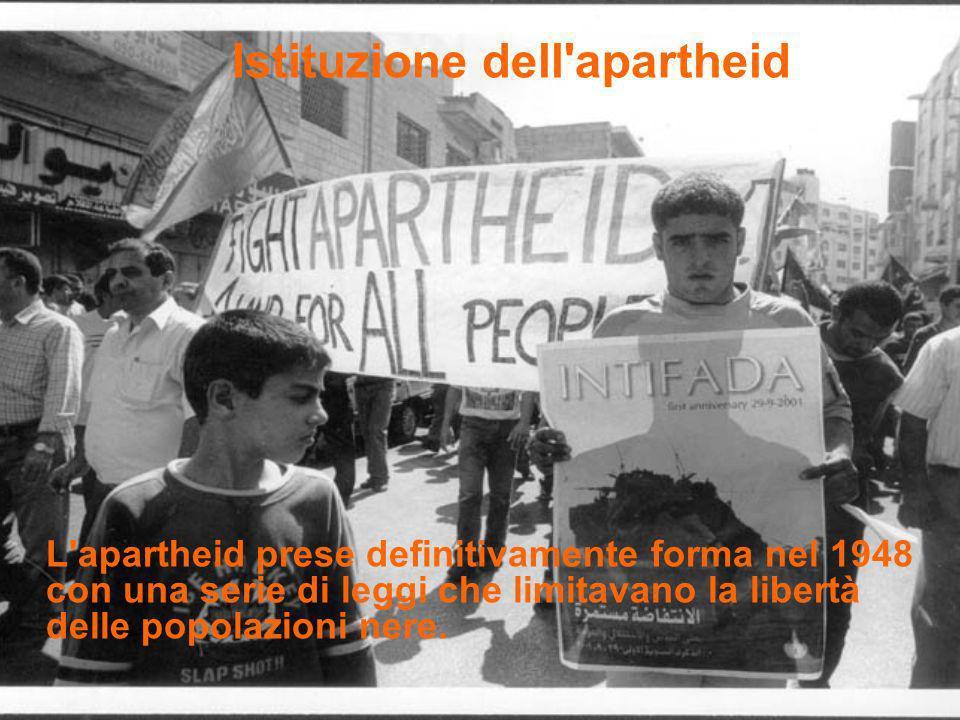 Istituzione dell'apartheid L'apartheid prese definitivamente forma nel 1948 con una serie di leggi che limitavano la libertà delle popolazioni nere.