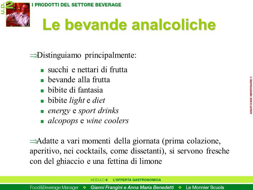 Le bevande analcoliche Distinguiamo principalmente: n succhi e nettari di frutta n bevande alla frutta n bibite di fantasia n bibite light e diet n en