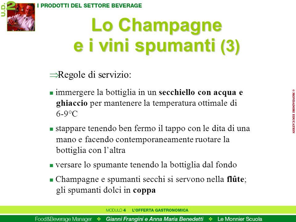 Lo Champagne e i vini spumanti (3) Regole di servizio: n immergere la bottiglia in un secchiello con acqua e ghiaccio per mantenere la temperatura ott