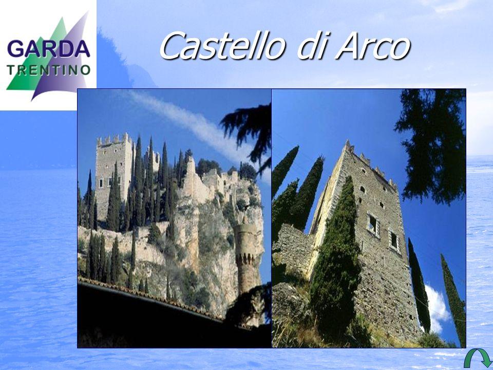 Castello di Arco La rocca alle spalle della città conserva le rovine del castello.