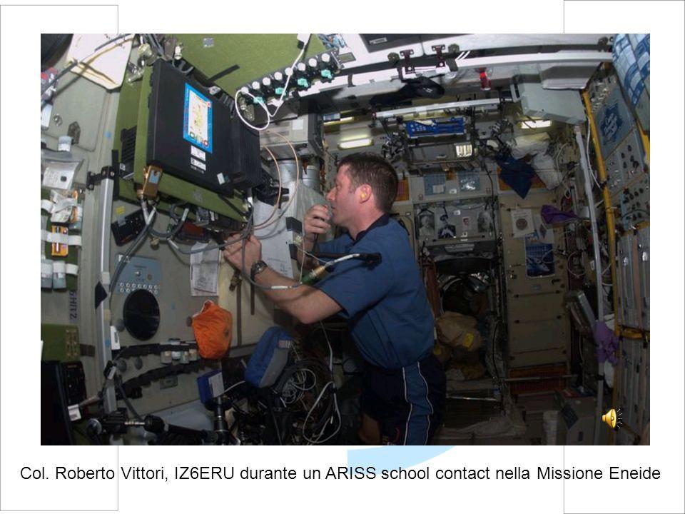 Col. Roberto Vittori, IZ6ERU durante un ARISS school contact nella Missione Eneide