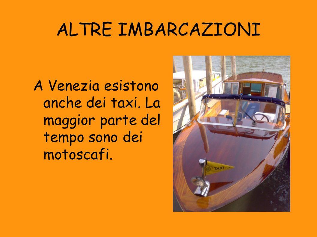 ALTRE IMBARCAZIONI A Venezia esistono anche dei taxi. La maggior parte del tempo sono dei motoscafi.