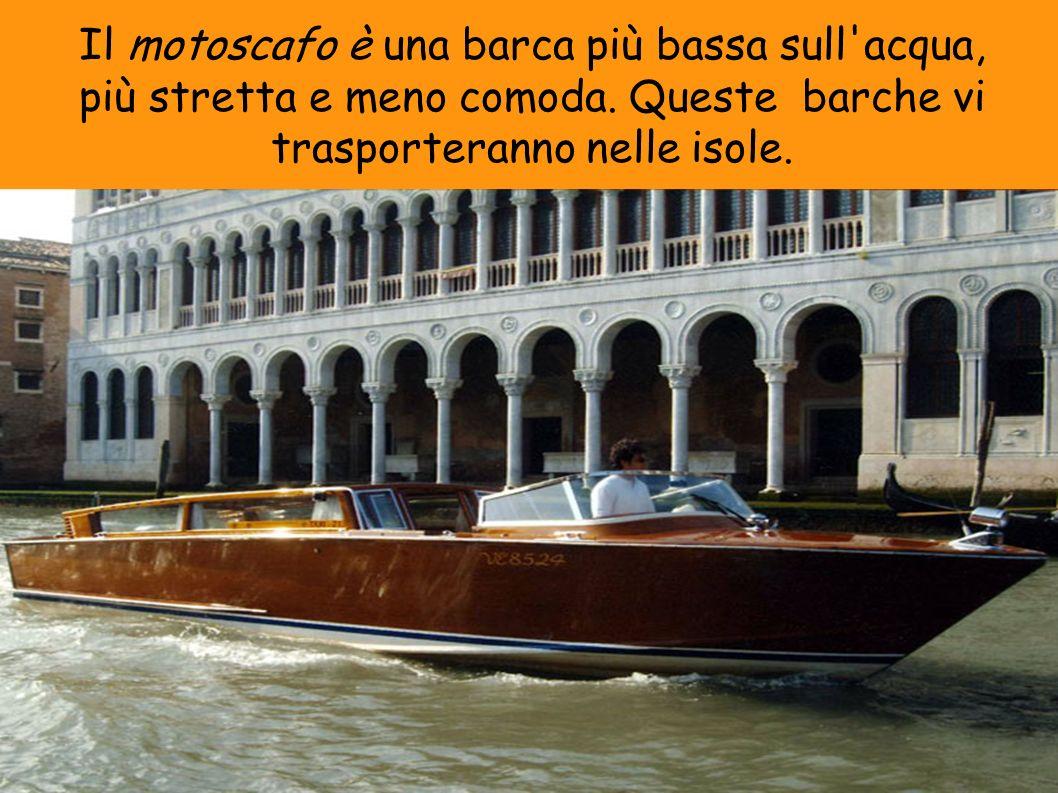 Il motoscafo è una barca più bassa sull'acqua, più stretta e meno comoda. Queste barche vi trasporteranno nelle isole.