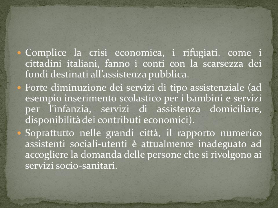 Complice la crisi economica, i rifugiati, come i cittadini italiani, fanno i conti con la scarsezza dei fondi destinati allassistenza pubblica.