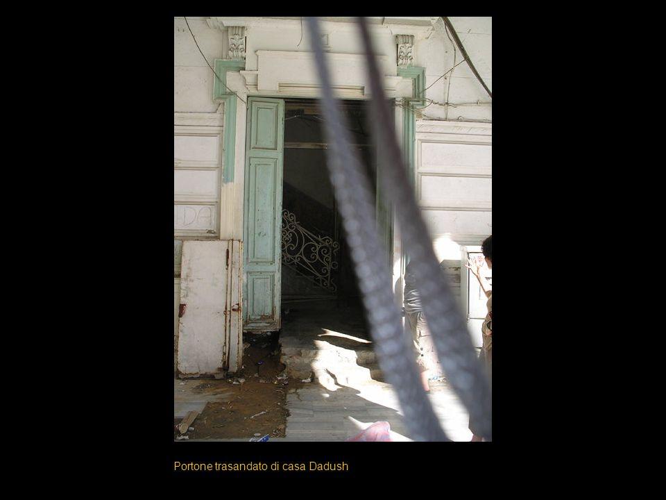 Portone trasandato di casa Dadush