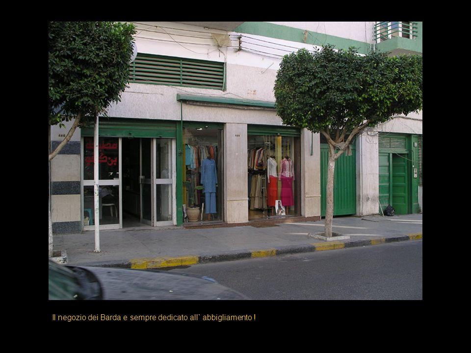 Il negozio dei Barda e sempre dedicato all` abbigliamento !