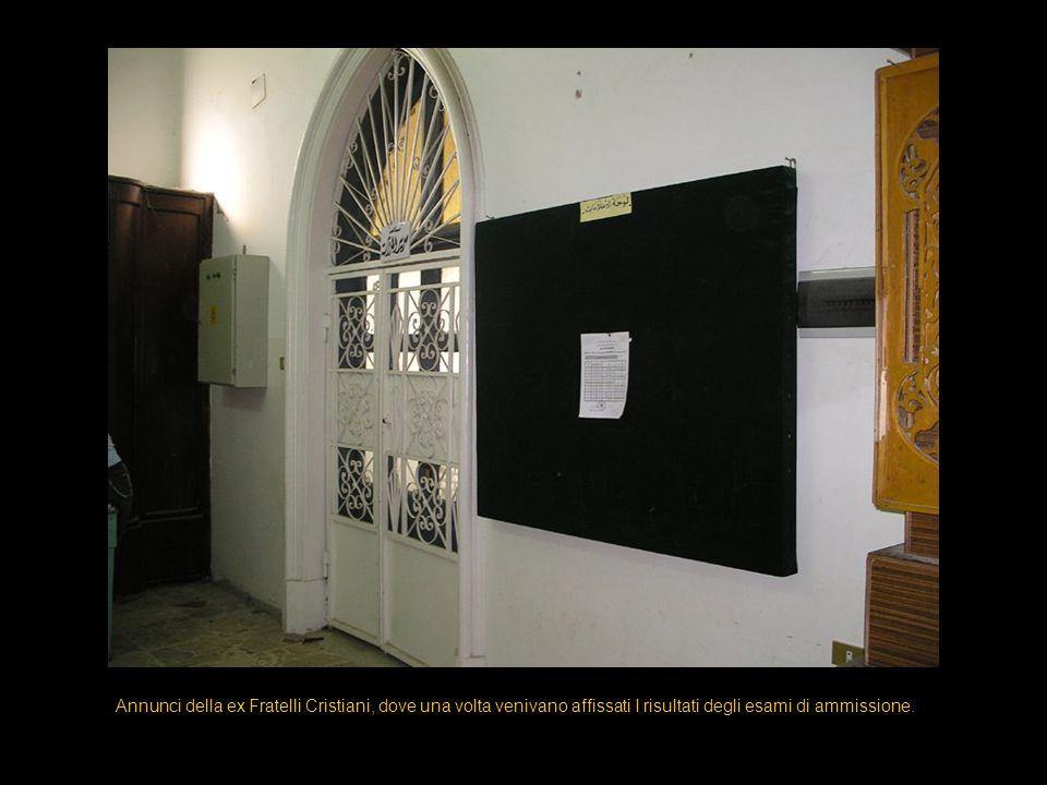 Annunci della ex Fratelli Cristiani, dove una volta venivano affissati I risultati degli esami di ammissione.