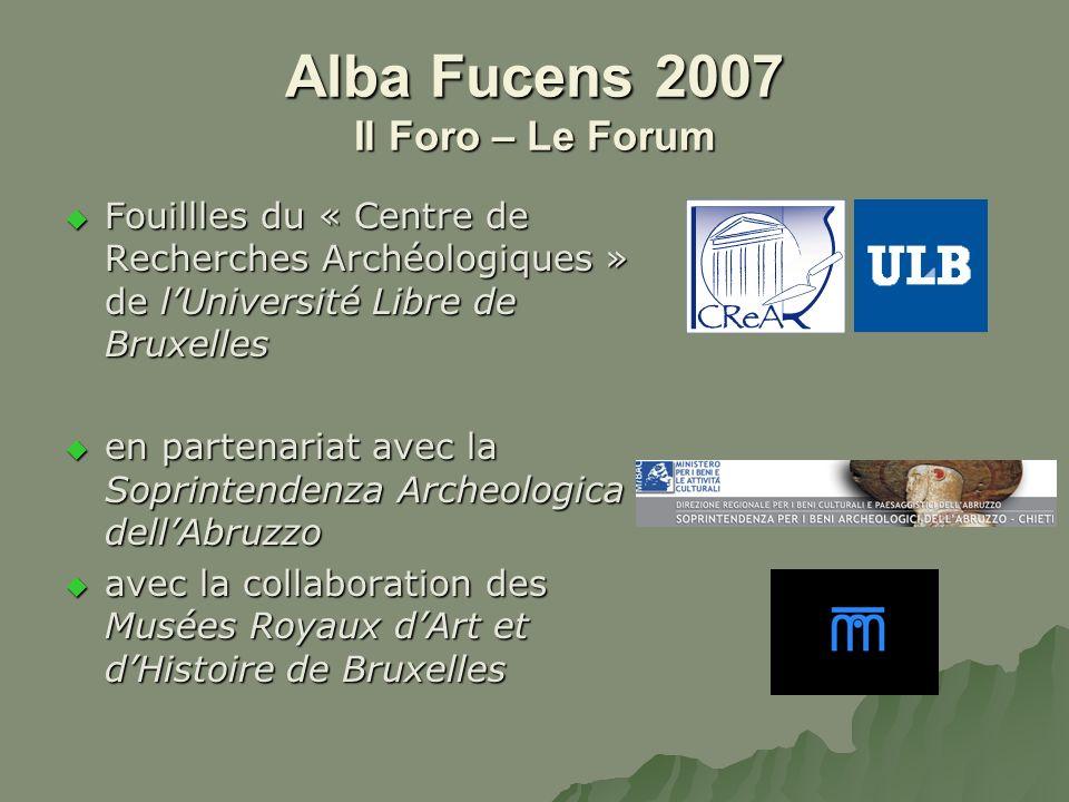 Alba Fucens 2007 Il Foro – Le Forum Le bâtiment complet, avec ses deux rangées de colonnes et son pavement de mosaïque Il monumento completo, con due file di colonne e un pavimento di mosaico