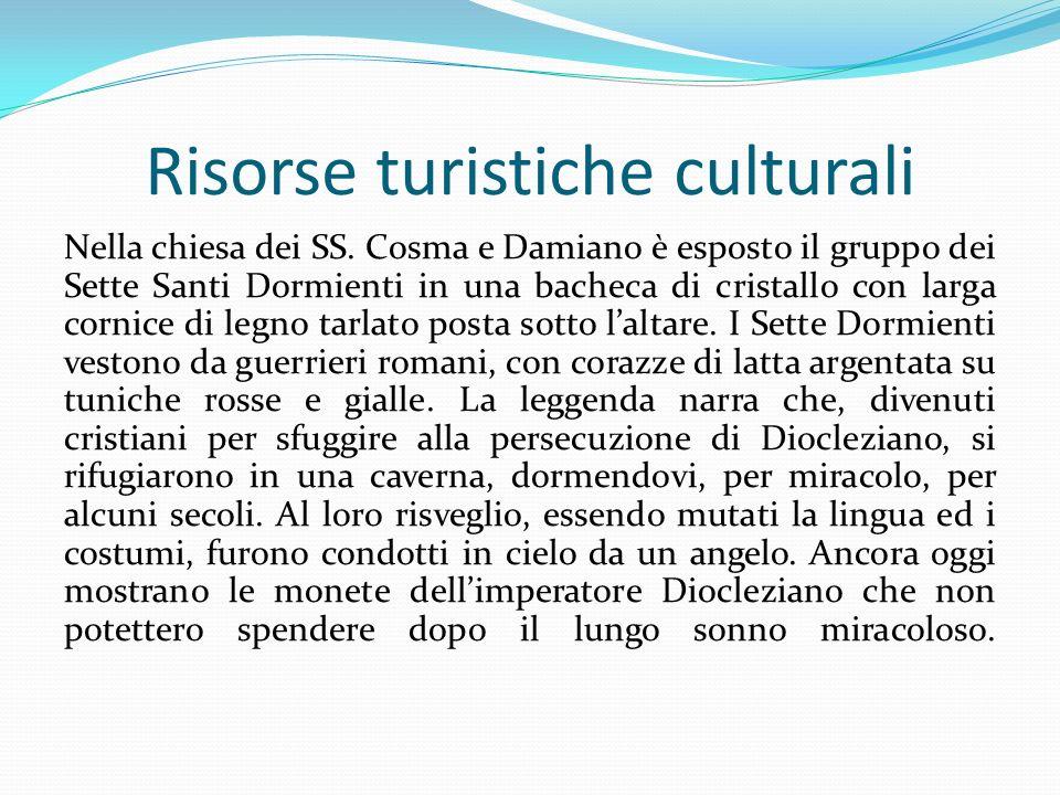 Risorse turistiche culturali Nella chiesa dei SS. Cosma e Damiano è esposto il gruppo dei Sette Santi Dormienti in una bacheca di cristallo con larga
